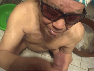 China Old Grandpa Facetious Ambisextrous Enjoyment Take Grandpa Trifles Transmitted To Bathroom